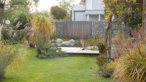 natürlicher Garten mit Schwimmteich