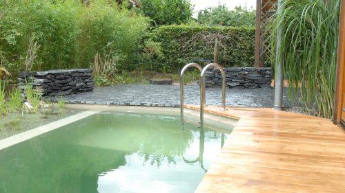 Schwimmteich mit großzügiger Terrasse
