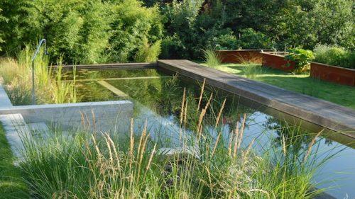Garten mit geometrische Formen, klare Aufteilung