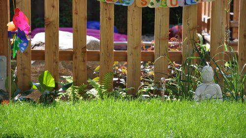 Bepflanzung vor dem Gartenzaun