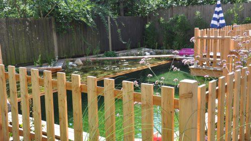Kinderschutzzaun um den Schwimmteich