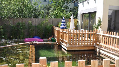 ein Garten, ein Teich